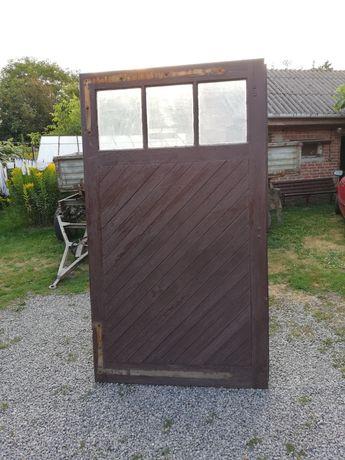 Sprzedam drzwi garażowe drewniane