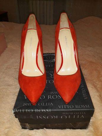 Продам новые красные туфли из натурального замша 37 размера