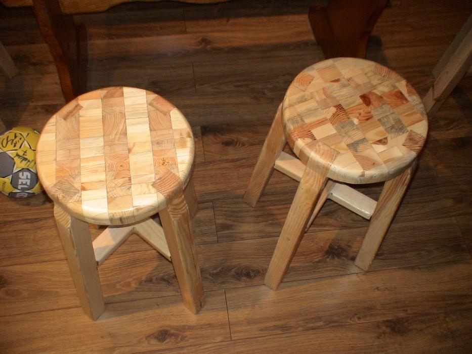 Taborety drewniane