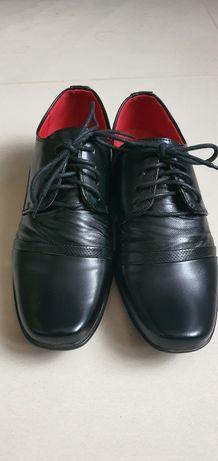 Eleganckie buty chłopięce- rozmiar 38.  Stan idealny