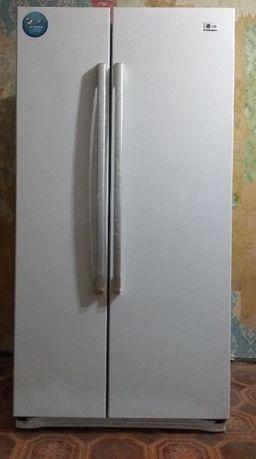 Продам холодильник LG Side by Side (двухдверный) No Frost