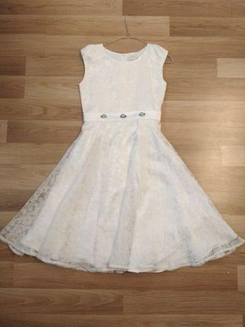 Biała sukienka dziewczęca