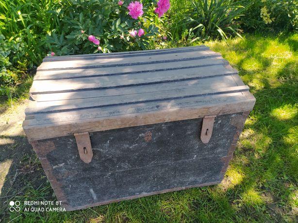 Stary kufer skrzynia posągowa drewniana