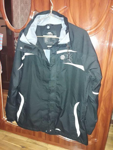 Продам жегскую лыжную/сноубордичесскую куртку TRESPASS размер XL.