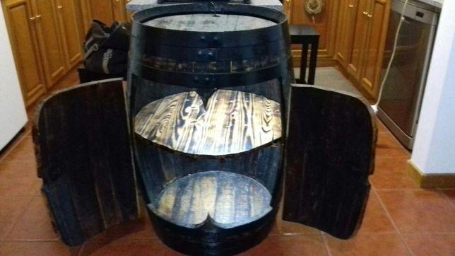 Pipa de madeira em bar