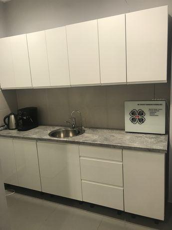 Białe uniwersalne meble kuchenne szafki stan idealny połysk mieszkanie