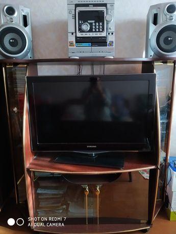Полочка под музыкальный центр и телевизор