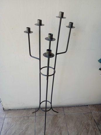 Świecznik z metaloplastyki wysoki metalowy sześcioramienny idealny