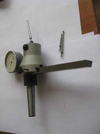 Индикаторный центроискатель