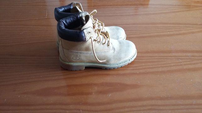 Vendo botas para menina da Timberland