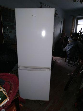 Продам холодильник в хорошем состоянии.Причина продажи , переезд.