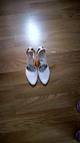 Buty ślubne 37       .