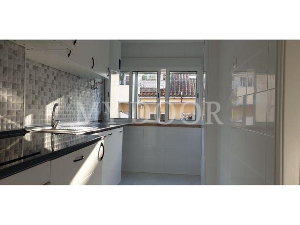 Apartamento T2 - Moscavide - A ESTREAR - Cozinha semi-equ...