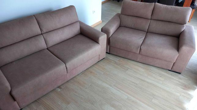 Vendo dois sofás (1 de dois lugares e 1 de três lugares)