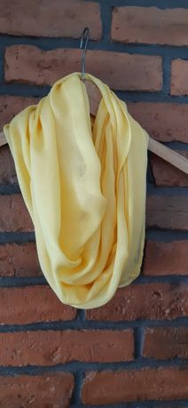 Żółty komin cienki