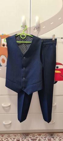 Школьная форма брюки и жилетка на мальчика 6-7 лет