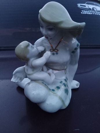 Девушка с младенцем, Фарфор Полонное