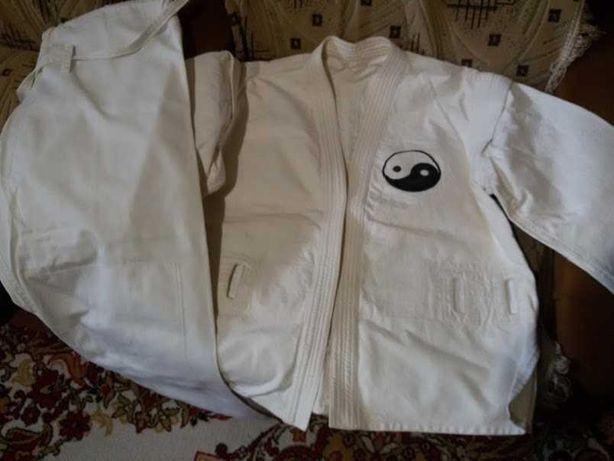 Продается кимоно размер 52 рост 3 с поясом синим