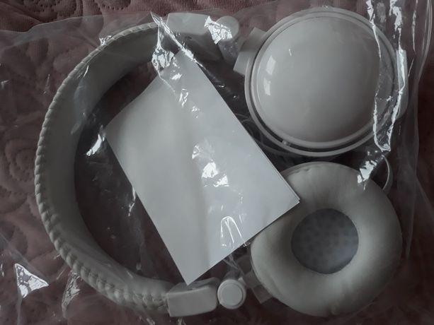 Nowe słuchawki białe