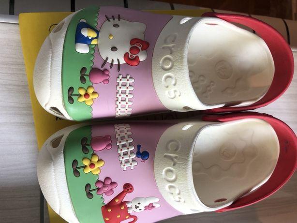 Crocs , кроксы, клоги, шлепки, пляжные тапочки на девочку hello kitty