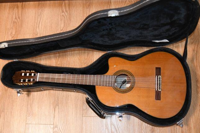 Классическая гитара со звукоснимателем Yamaha CGX171CCA с кейсом