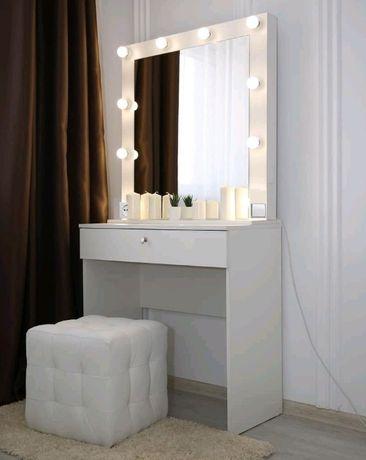Туалетный столик. Гримерное зеркало, стол бровиста с подсветкой лампы