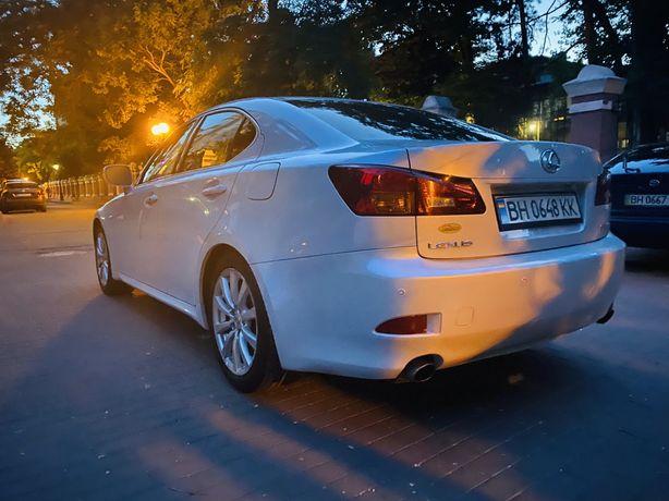 Lexus is 300 владелец  перламутровая