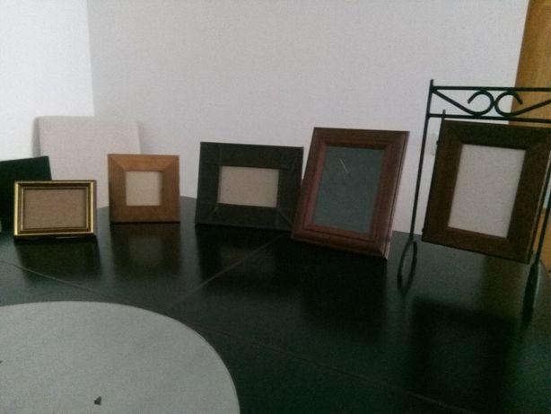 Conjunto de molduras em madeira