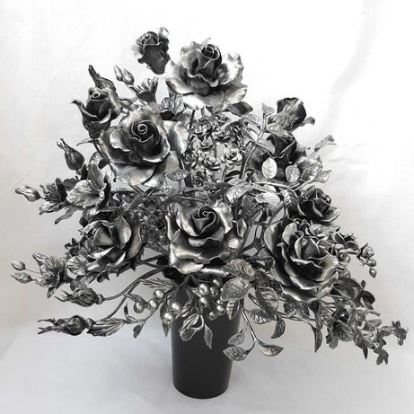 Kompozycja kwiatowa, stroik na cmentarz do wazonu