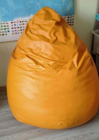 Pomarańczowy fotel relaksacyjny