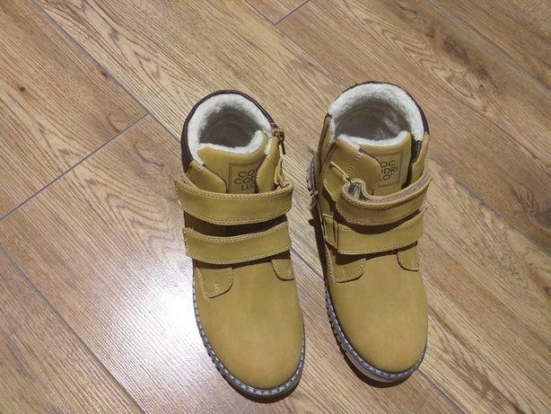 Sprzedam  buty dla chłopca rozmiar 34.