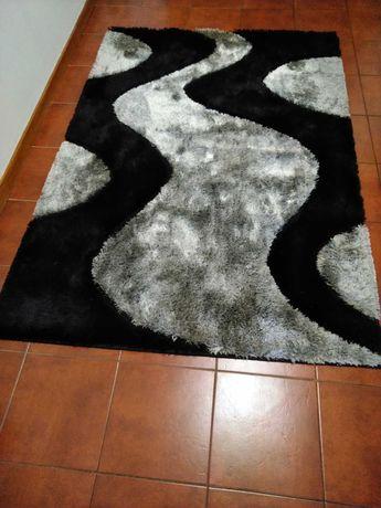 Secretária e carpete