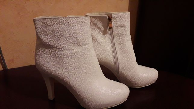 Продаются свадебные ботиночки