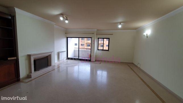 RD139 | Apartamento T3 para arrendar com suite e garagem em Cascais