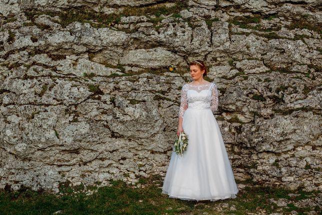 Ślubna gipiurkowa sukienka
