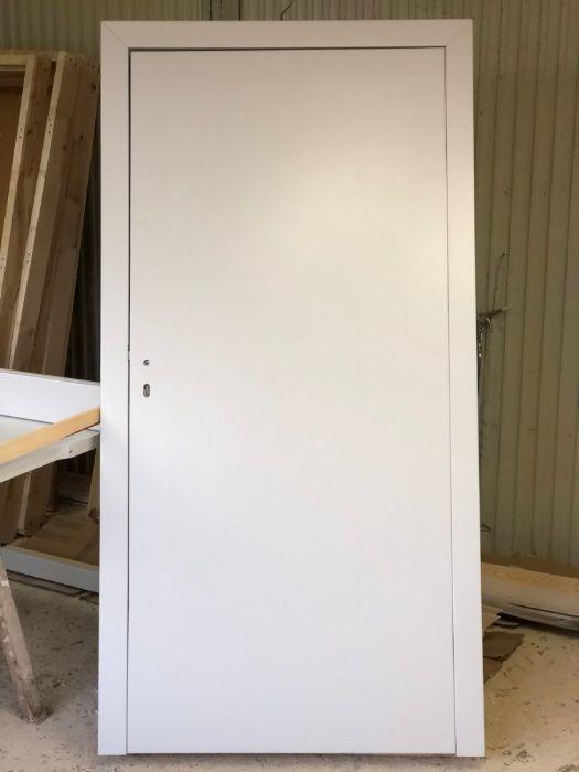 Drzwi wewnętrzne drewniane bezprzylgowe