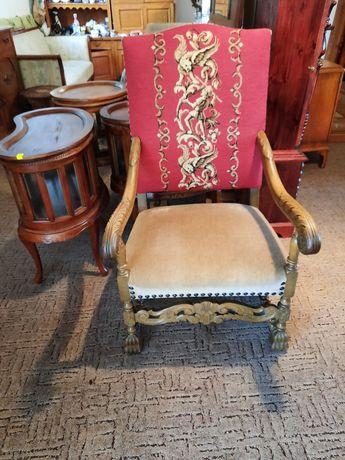 Piękny fotel tron rzeżbiony