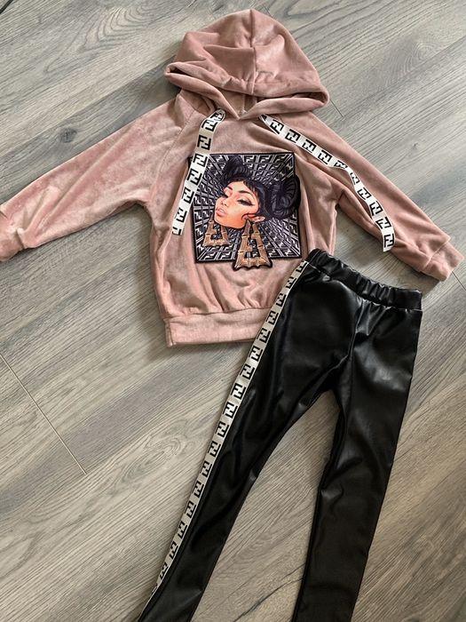 Стильный костюм для модницы 4-5 лет Костюм Fendi 98-110 Покотиловка - изображение 1