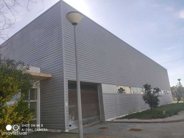 Armazém Industrial com 3.300m² área bruta implantado em 9.200m2