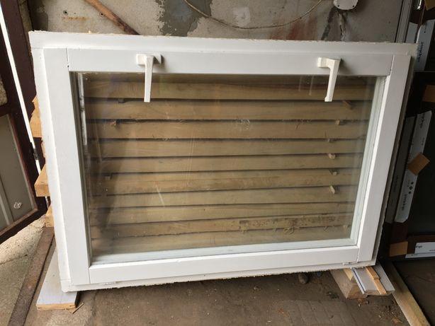 Dwa okna drewniane uchylno rozwieralne