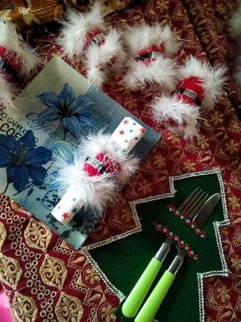 Сервировка новогоднего стола.Кольца под салфетки;салфетки под приборы.
