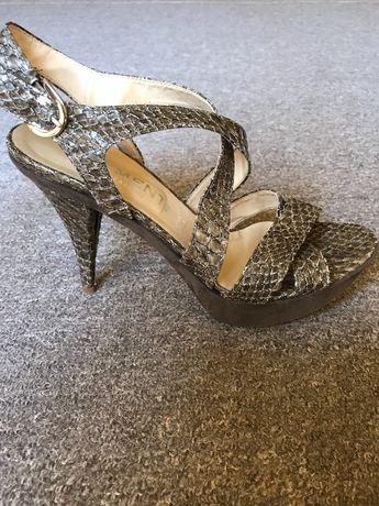 Sandały na obcasie szpilki skóra węża rozmiar 37 (24 cm)
