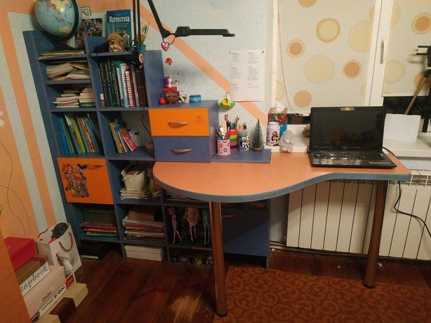 стіл письмовий з етажеркою