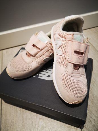 Dla dziewczynki New Balance buty.