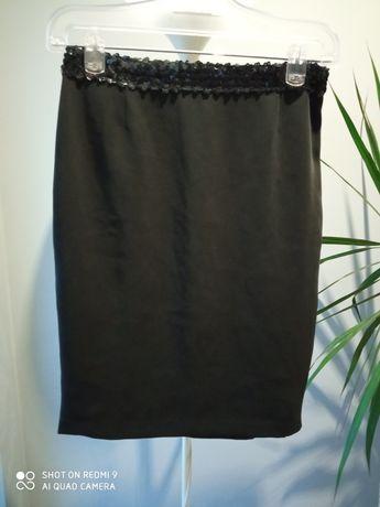 Czarna spódnica z cekinami