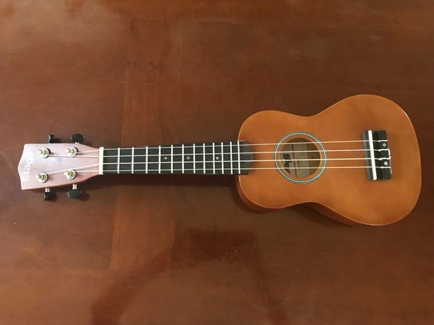 ukulele stagg com garantia