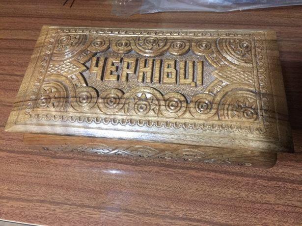 Caixa de madeira talhada à mão Ucrânia