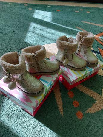 Зимові черевички близнюкам
