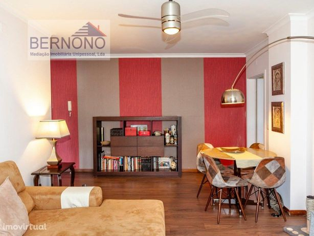 Apartamento T3 à venda em Alfragide.