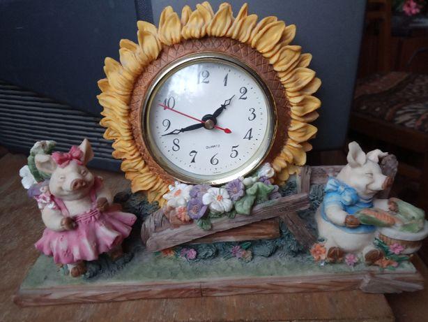 Часы с поросятами